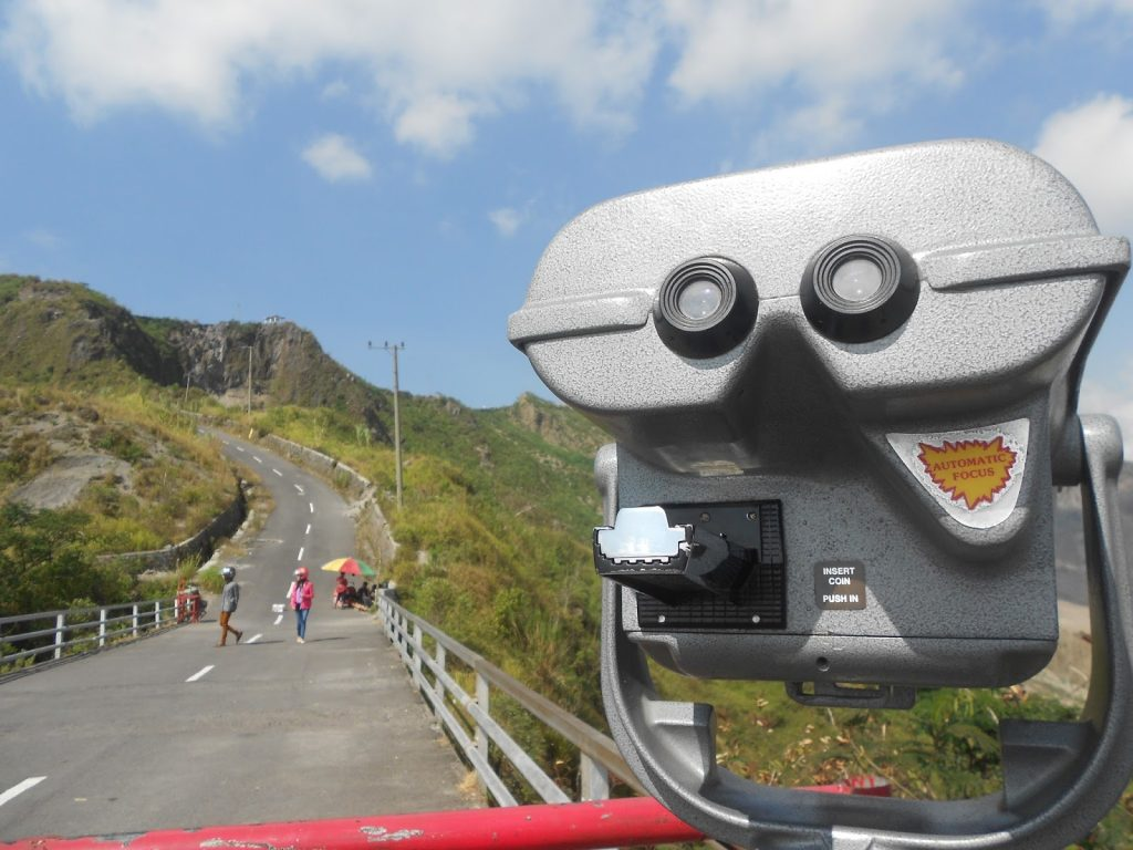 jalan ke arah gunung kelud