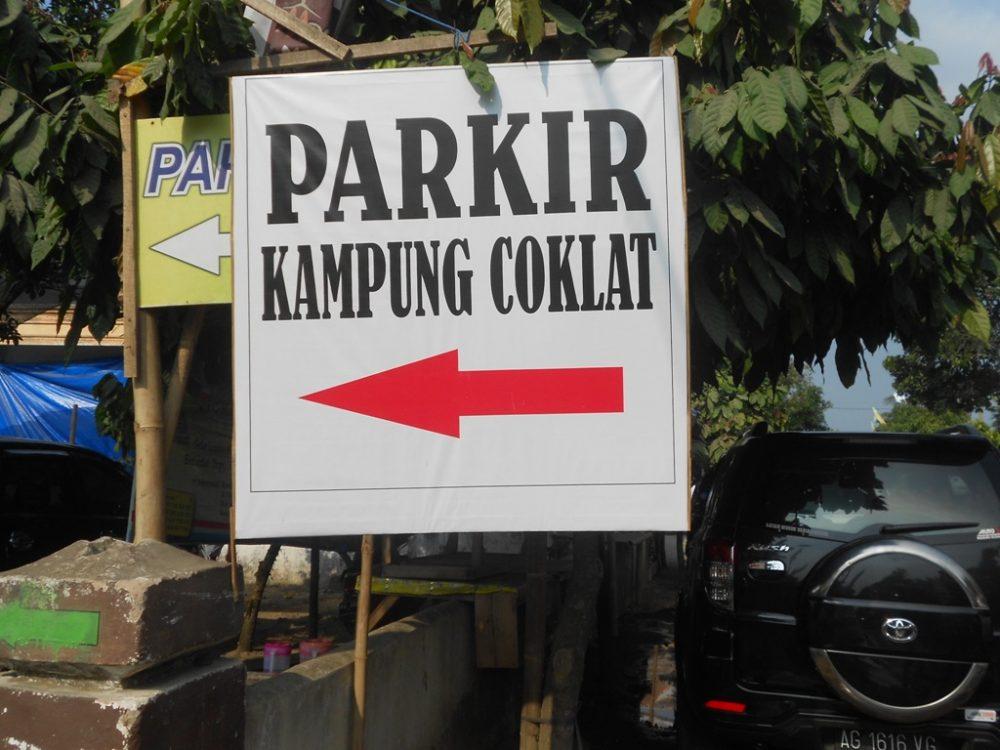 tempat parkir Wisata Kuliner Olahan Coklat di Kampung Coklat Blitar