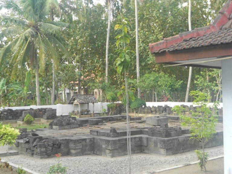 Menelusuri Candi Simping: Makam Raden Wijaya yang Terlantar