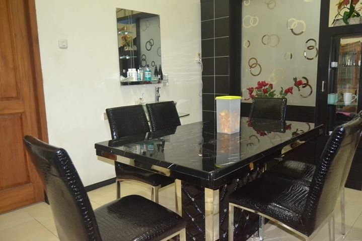 ruang makan DAPUR ZIE... tempat untuk menata pesanan pelanggan