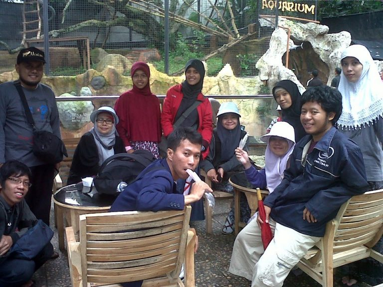 Wisata Batu Secret Zoo Bersama FLP Malang