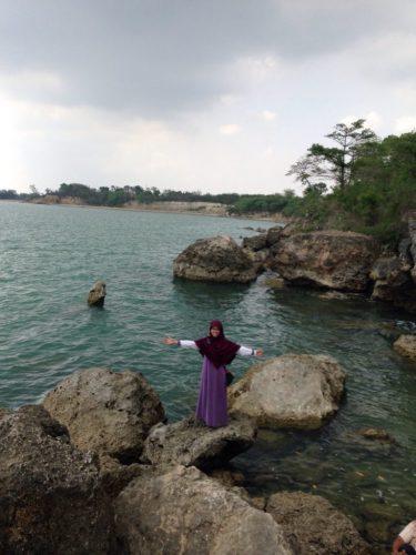 Pantai Jumiang Madura: Pantai Bening yang Terabaikan