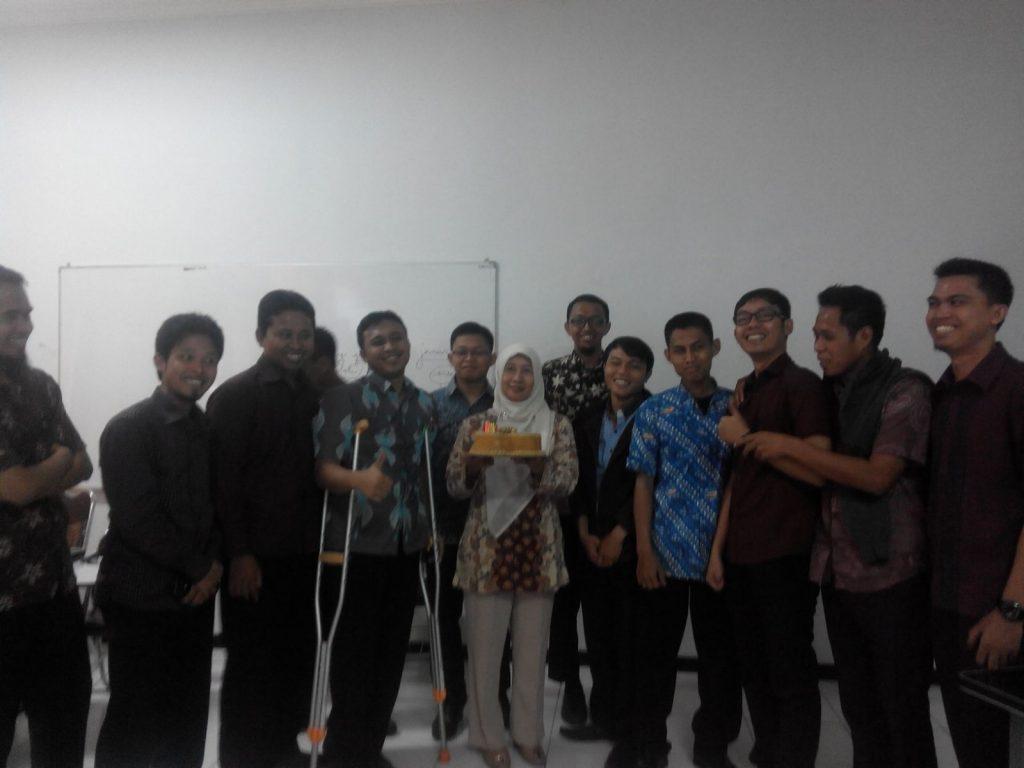 Bersama Ibu Prof. Dr. Wahyu Sukartiningsih, M.Pd (saat beliau milad)
