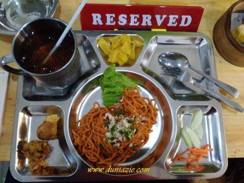 Sensasi Makan Mie Rampok di Tahanan yang Menyenangkan dan Mengenyangkan