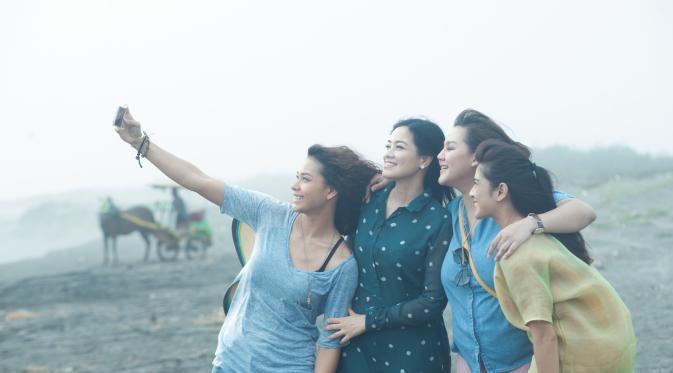 Review Ada Apa dengan Cinta 2: Tentang Cinta yang Belum Selesai