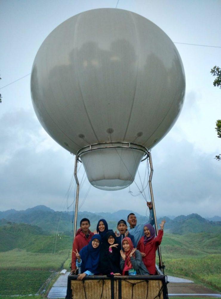 Serunya Naik Balon Udara di Bukit Teletubbies Blitar Jawa Timur