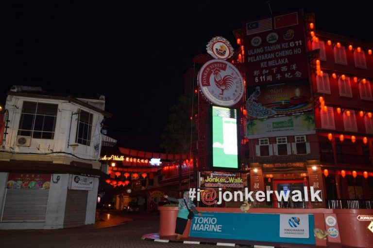 Suasana Jonker Walk Street Melaka Saat Malam Hari