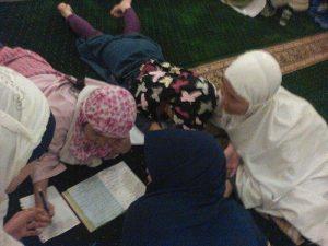 menulis dan merapal doa saat i'tikaf