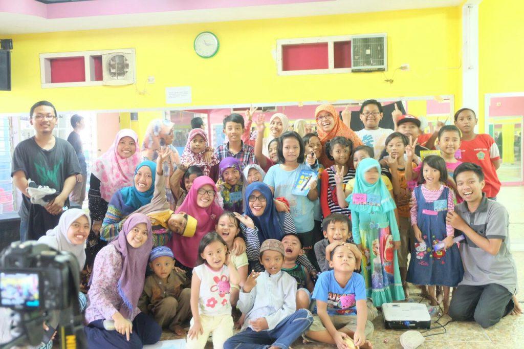 berbagi kebaikan dengan anak dollu Surabaya